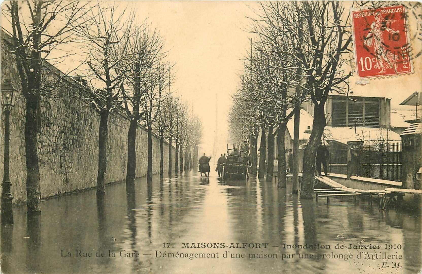 94 MAISONS-ALFORT. Déménagement d'une maison par l'Artillerie rue de la Gare. Inondation 1910