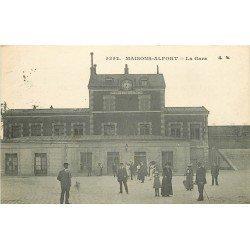 94 MAISONS-ALFORT. Animation devant la Gare 1918