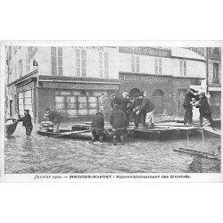 94 MAISONS-ALFORT. Approvisionnement des Sinistrés Crue de 1910 devant Café Hôtel d'Alfort