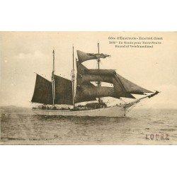 35 SAINT-MALO. Bateau de Pêche et Pêcheurs en route pour Terre-Neuve