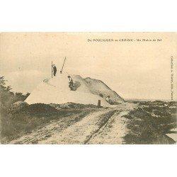 44 POULIGUEN au CROISIC. Paludiers sur un Mulon de Sel 1904. Marais salants