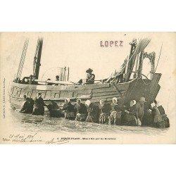 62 BERCK PLAGE. Mise à flot d'un Bateau de Pêcheurs par les Matelotes 1905