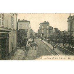 17 JONZAC. Le Pont de Pierre sur la Seugne avec des Cavaliers 1915