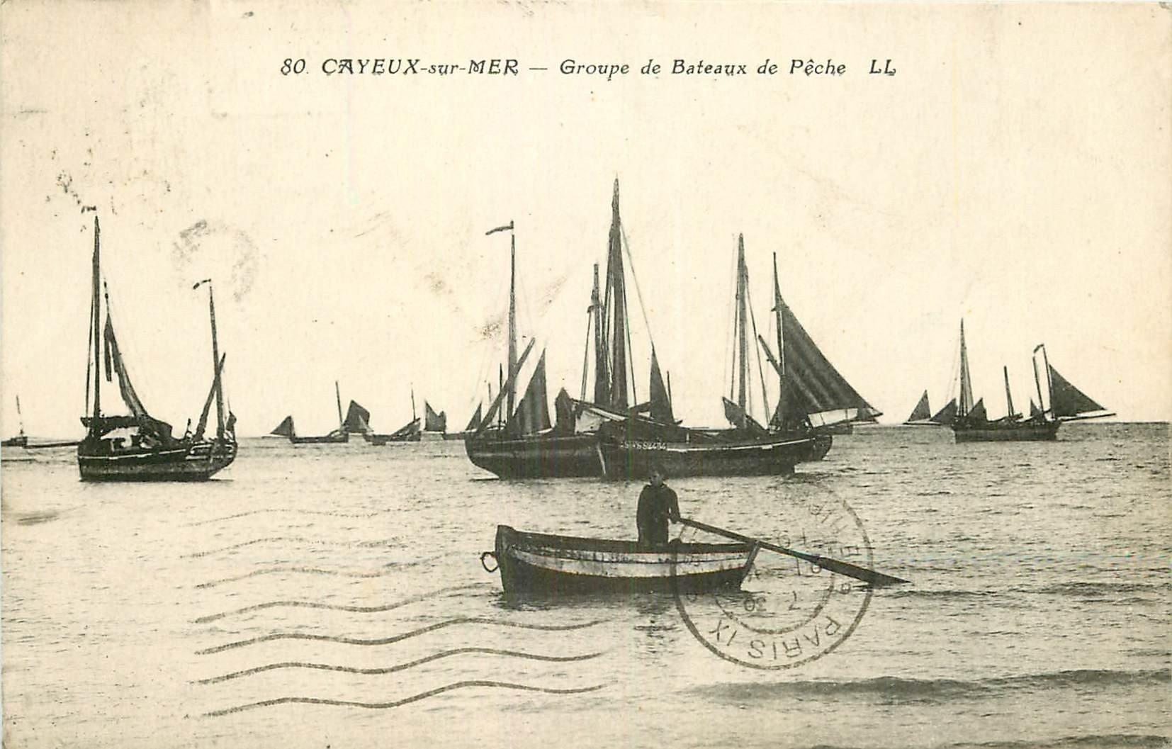 80 CAYEUX SUR MER. Groupe de Bateaux de Pêche et Pêcheurs 1931