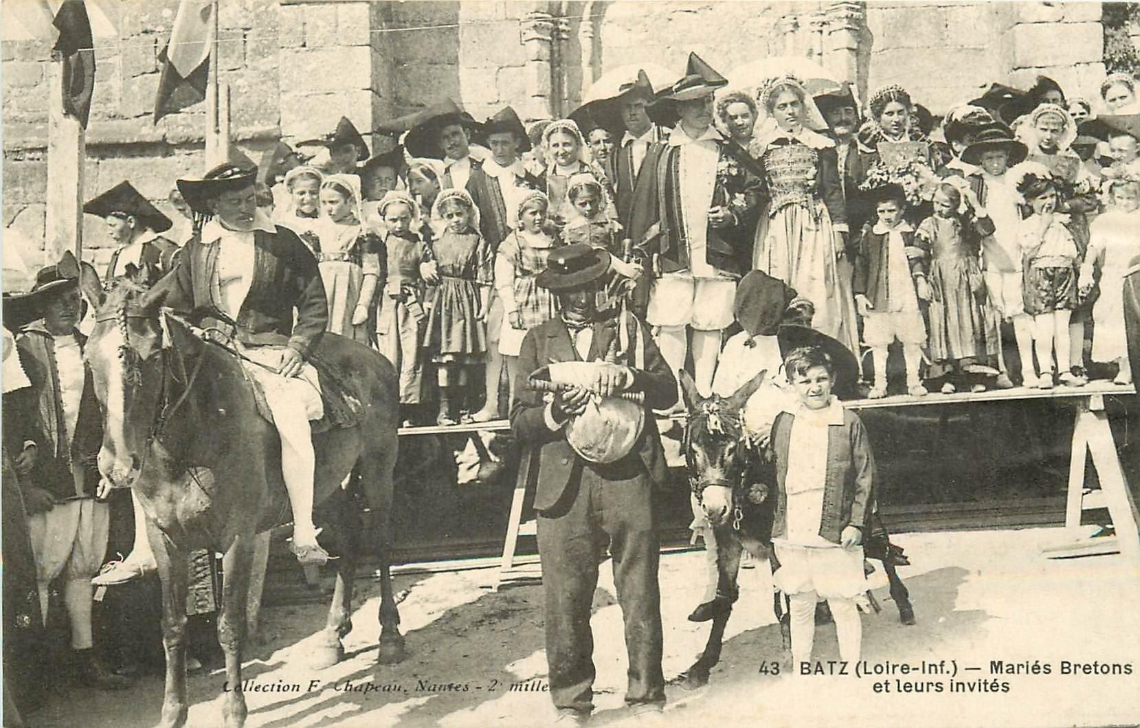 44 BATZ. Mariés Bretons et leurs invités Paludiers avec âne