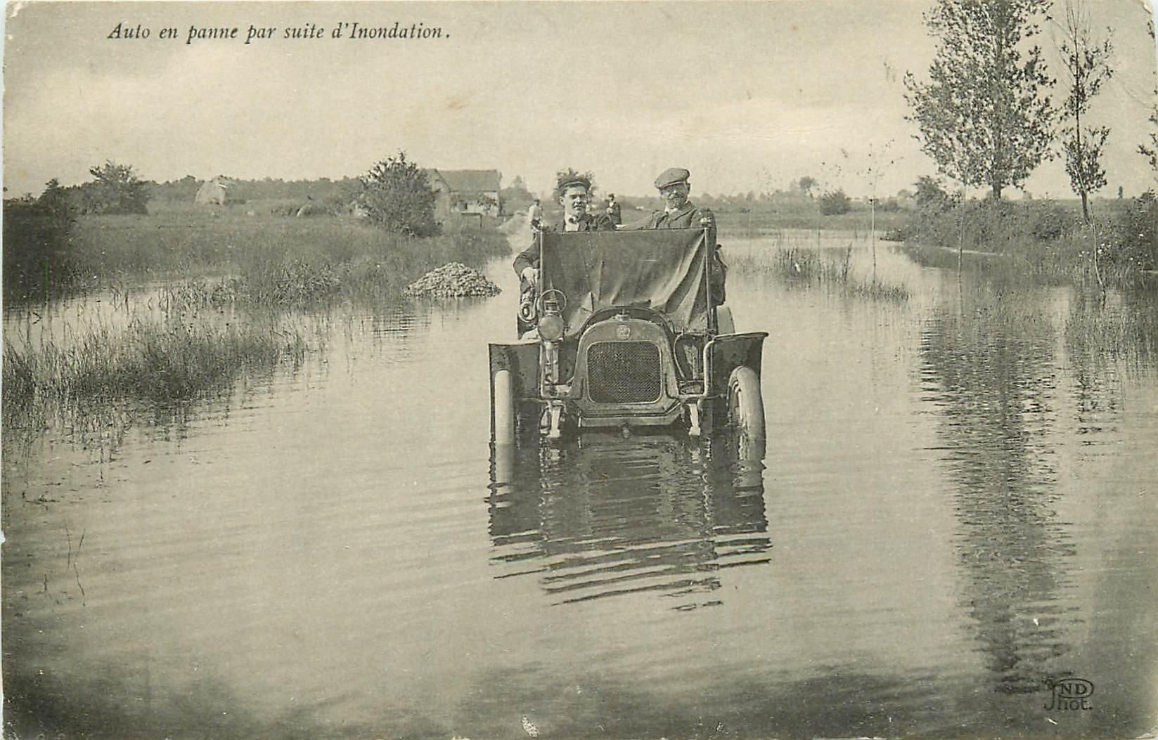 TRANSPORTS et CATASTROPHES. Automobile en panne suite à l'Inondation en pleine Campagne