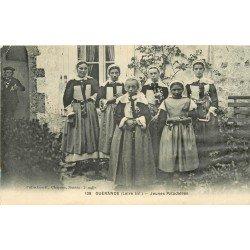 44 GUERANDE. Jeunes Paludières en costume traditionnel. Artisans du Sel 1938 (défauts)