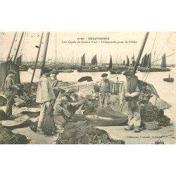 29 DOUARNENEZ. Les Quais du Grand Port. Préparatifs pour la Pêche 1907