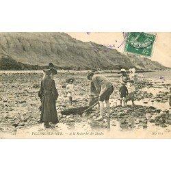 14 VILLERS-SUR-MER. A la recherche des Moules vers 1910