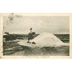 85 LES SABLES D'OLONNE. La Récolte du Sel par Paludière sur mulons 1929