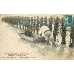 17 CATELAILLON. Pêche aux Moules avec un Acon