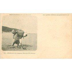 22 SAINT-BRIEUC. Pêcheuse de Coques dans la Baie. Les petits métiers populaires vers 1900