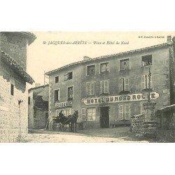 69 SAINT-JACQUES-DES-ARRETS. Attelage devant Epicerie et Hôtel du Nord sur la Place