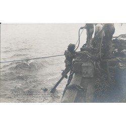 """METIERS. 62 Pas de Calais. Remonté de Scaphandriers du Submersible """" Pluviose """" en 1910"""