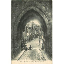 22 DINAN. Enfants Porte de Jersual. Oblitération et tampon militaire 1916