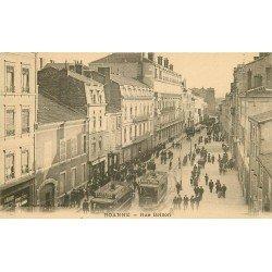 42 ROANNE. Tramways et animation rue Brison
