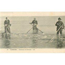 14 CABOURG. Pêcheuses de Crevettes