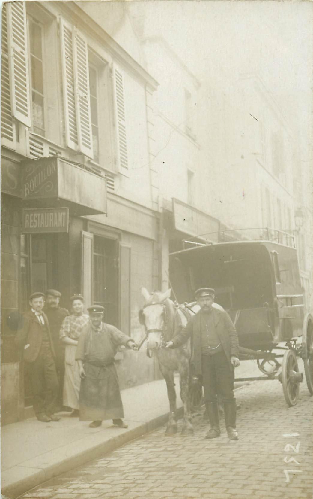 Superbe attelage de livraison devant un Restaurant. Photo carte postale ancienne à identifier