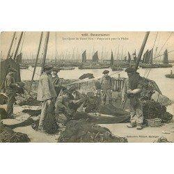 29 DOUARNENEZ. Préparatifs pour la Pêche sur les Quais du Grand Port 1909