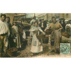 13 MARSEILLE. Groupe de Poissonnières sur le Port 1907
