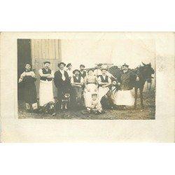 69 SATHONAY. Un groupe de Vendangeurs et son attelage. Photo carte postale rare et ancienne 1913