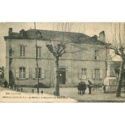 64 OGEU-LES-BAINS. Le Monument aux Morts devant la Mairie