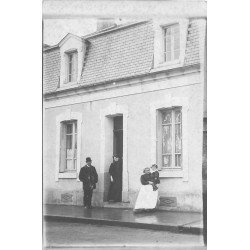 58 LA NIEVRE. Famille avec la nurse rue à identifier. Refeuille éditeur 21 rue de la Banque à Nevers