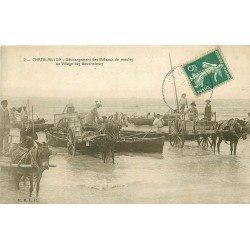 17 CHATELAILLON. Déchargement des Bateaux de Moules au Village des Boucholeurs