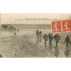 17 ILE D'OLERON. Le Château. Retour des Pêcheurs des Parcs à Huîtres en maline 1922
