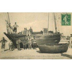 62 BERCK-PLAGE. Groupe de Marins revenant de la Pêche 1913 métiers de la Mer