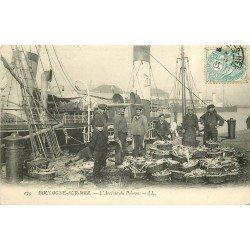 62 BOULOGNESUR-MER. L'Arrivée du Poisson 1905 Pêcheurs et Bateau