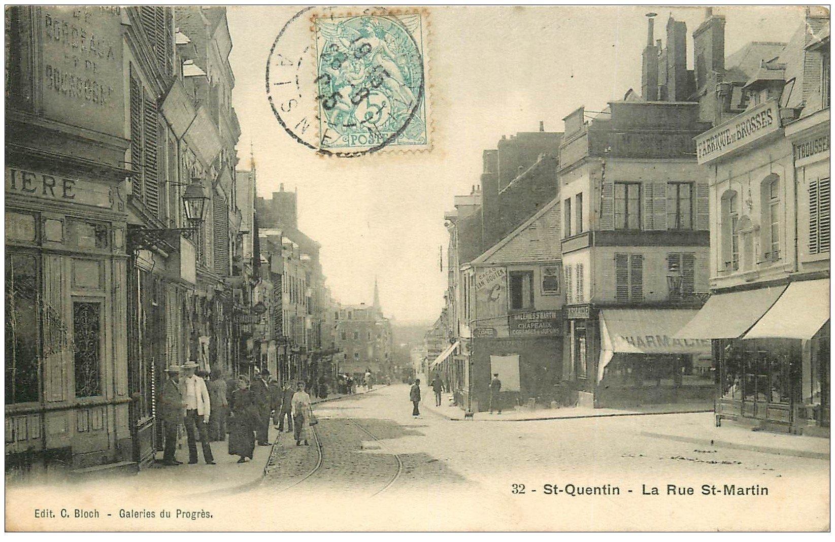 carte postale ancienne 02 SAINT-QUENTIN. Rue Saint-Martin 1905. Fabrique de Brosses et Pharmacie
