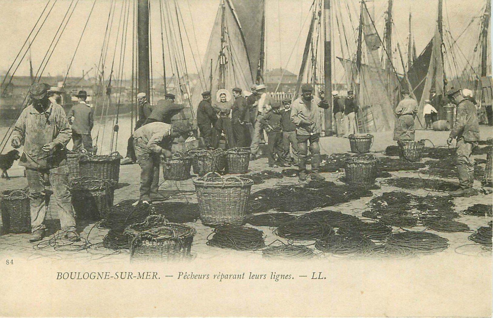 62 BOULOGNE-SUR-MER. Pêcheurs réparant leurs lignes 1926 (défaut)