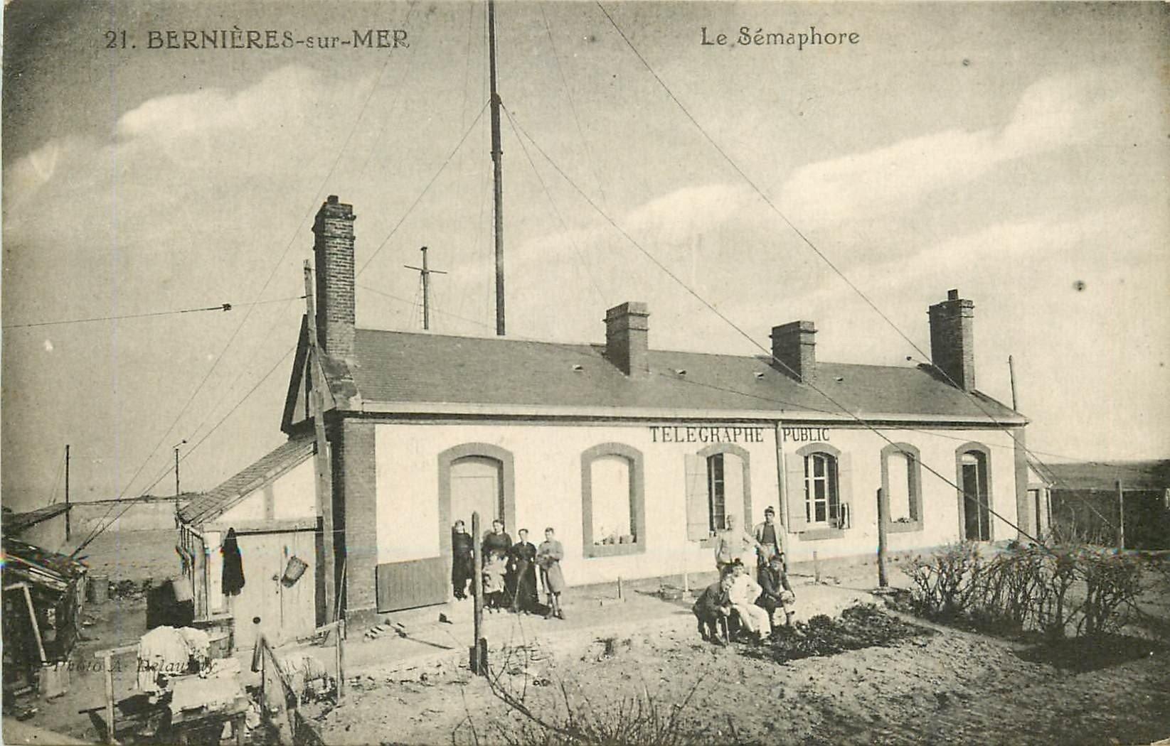 14 BERNIERES-SUR-MER. Le Sémaphore avec animation devant le Télégraphe Public 1931