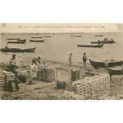 33 ARCACHON. Blanchissage des Ruches pour la Culture des Huîtres. Métiers de la Mer