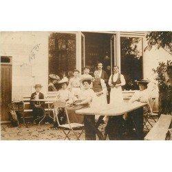 78 MAISONS-LAFFITTE. Personnel et clientes d'un Café Buvette 1905. Photo carte postale