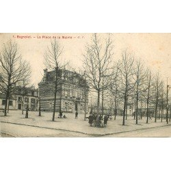 93 BAGNOLET. Ecoliers et la Mairie devant les Ecoles