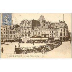 carte postale ancienne 02 SAINT-QUENTIN. Voitures anciennes Place Hôtel de Ville 1929 et Cinéma au fond