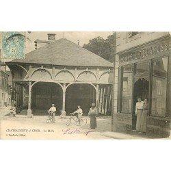 18 CHATEAUNEUF-SUR-CHER. La Halle et le Café Delafosse vers 1905