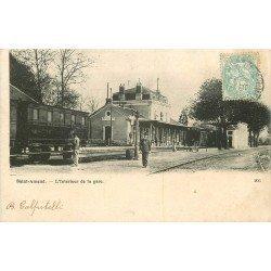 18 SAINT-AMAND. Train à l'intérieur de la Gare 1905