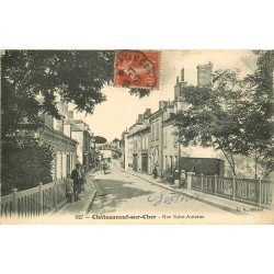 18 CHATEAUNEUF-SUR-CHER. Vendeur de journaux ambulant rue Saint-Antoine 1907