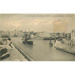 17 ÎLE DE RE. Saint-Martin. Bateaux de Pêches à l'Entrée du Bassin 1911
