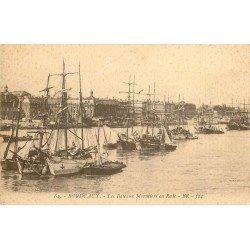 33 BORDEAUX. Les Bateaux Morutiers en Rade. Pêcheurs et Poissons 1917