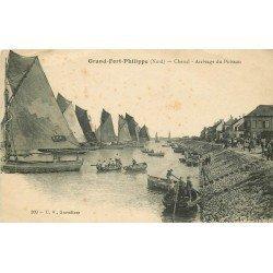 59 GRAND-FORT-PHILIPPE. Arrivage du Poisson par le Chenal. Bateaux et Pêcheurs 1919