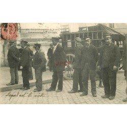 carte postale ancienne 37 TOURS. Superbe 1907 Commissionnaires à la Gare. Les Petits Métiers de la Rue