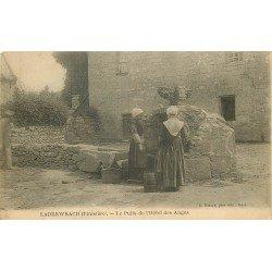 29 LABERWRACH. Bretonnes au Puits de l'Hôtel des Anges