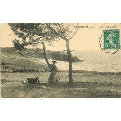 44 PORNICHET. Couple admirant la Baie de Chemoulin 1910