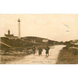 62 BERCK-PLAGE. Pêcheuses de Crevettes devant le Phare 1906