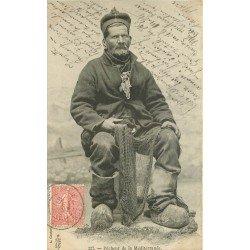 13 MEDITERRANEE. Un Pêcheur en sabot avec ses filets de Pêche 1904. Métiers de la Mer