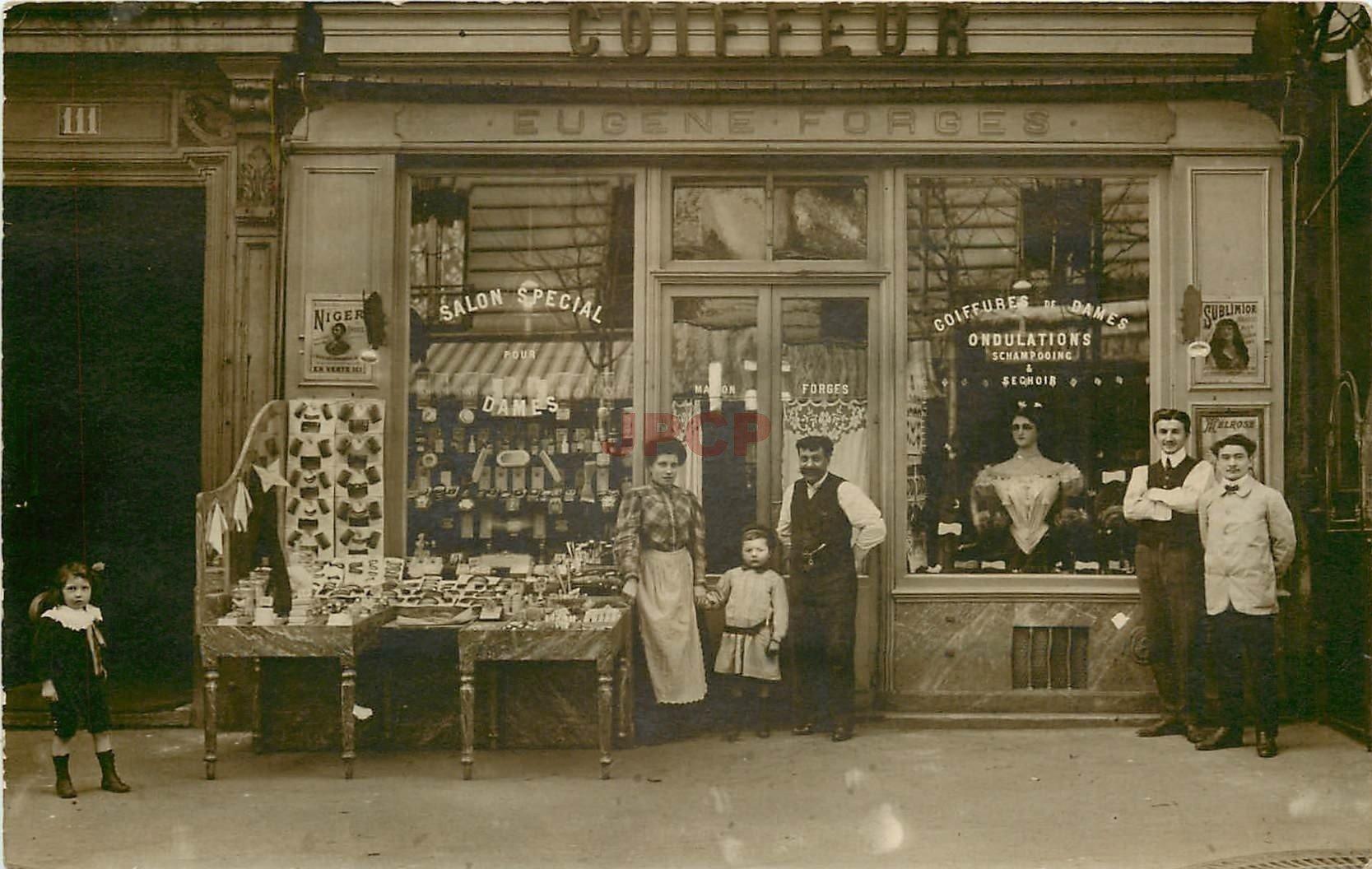 PARIS XVIII. Coiffeur Eugène Forges 111 rue Ordener. Photo carte postale